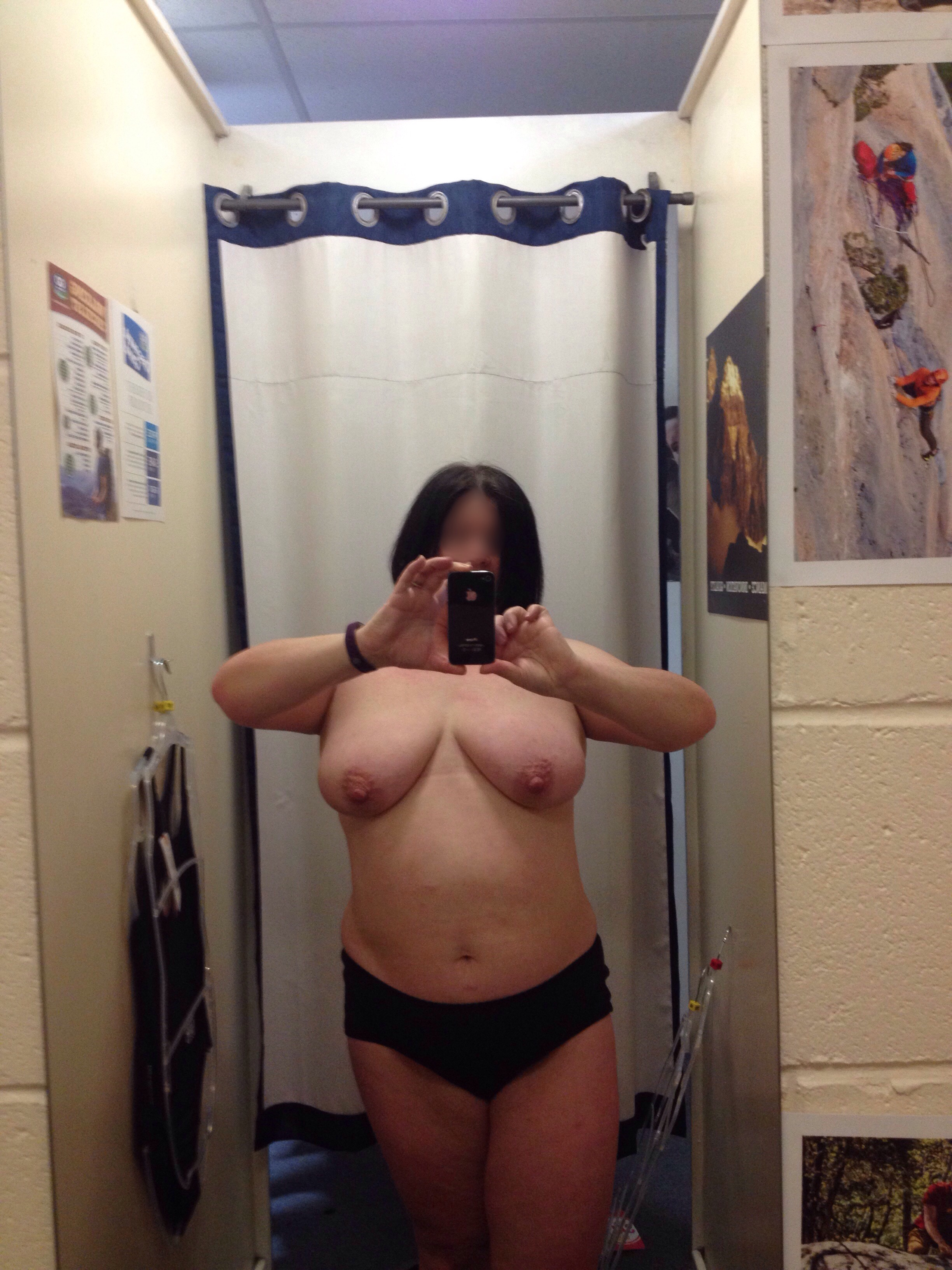 lady flashing boobs in the changing room